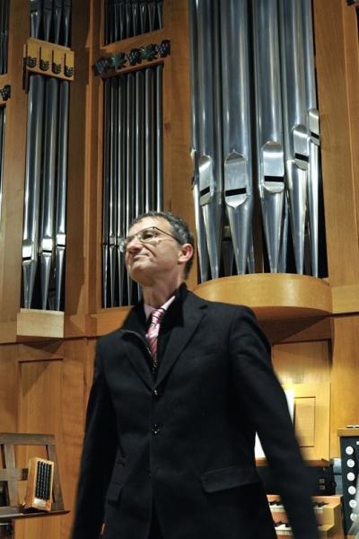 DSC6674_1_Dr. Hofmann vor Orgel