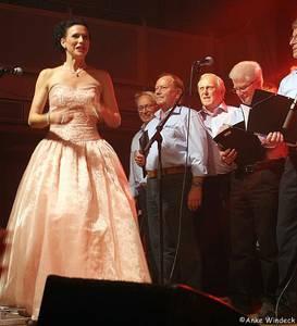 Christine Gogolin und Chor