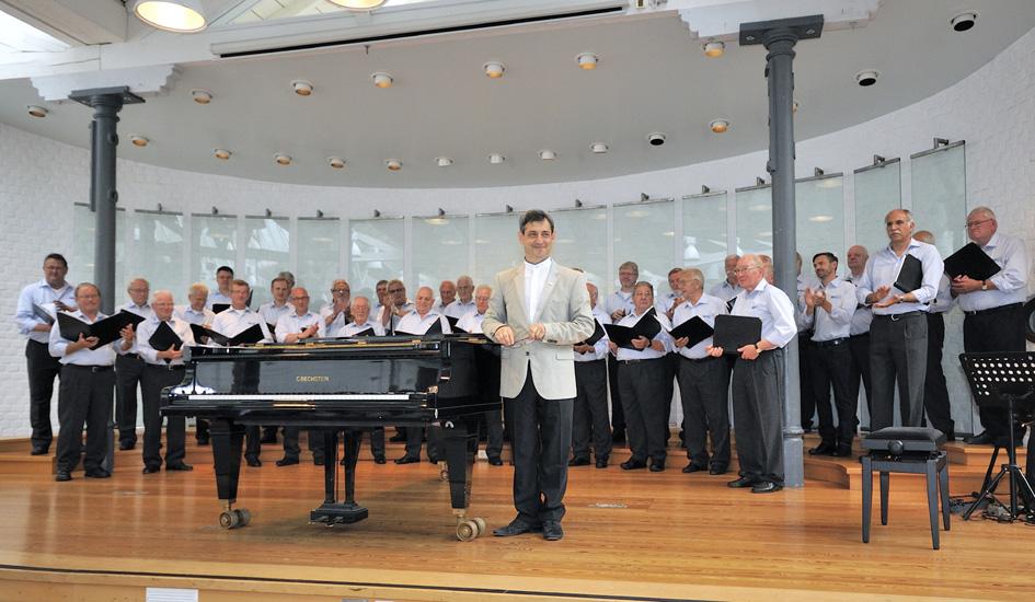 Pavel Brochin mit Chor