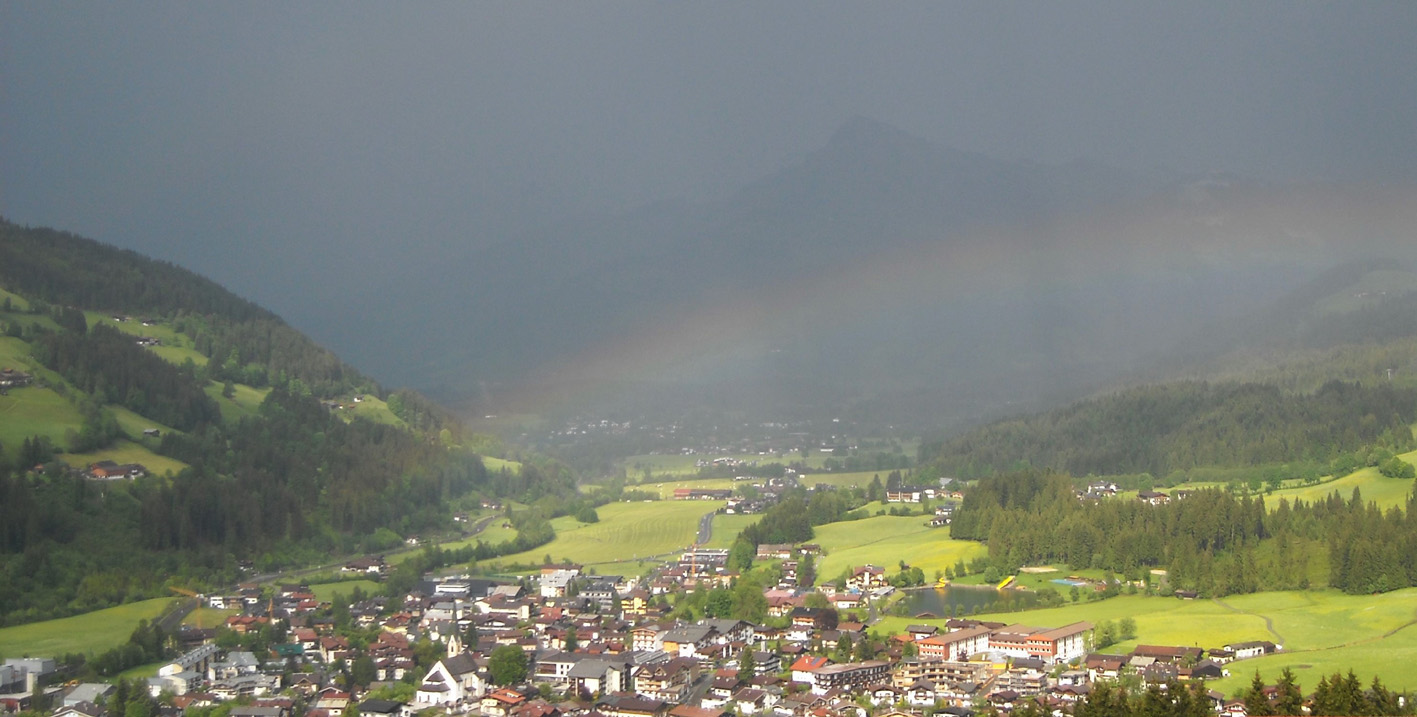 Kirchberg unter Regenbogen