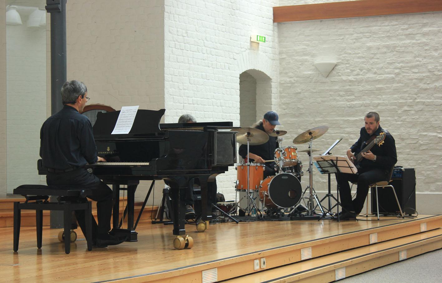 """Pavel spielt """"Maple Leaf Rag"""" von S. Joplin"""