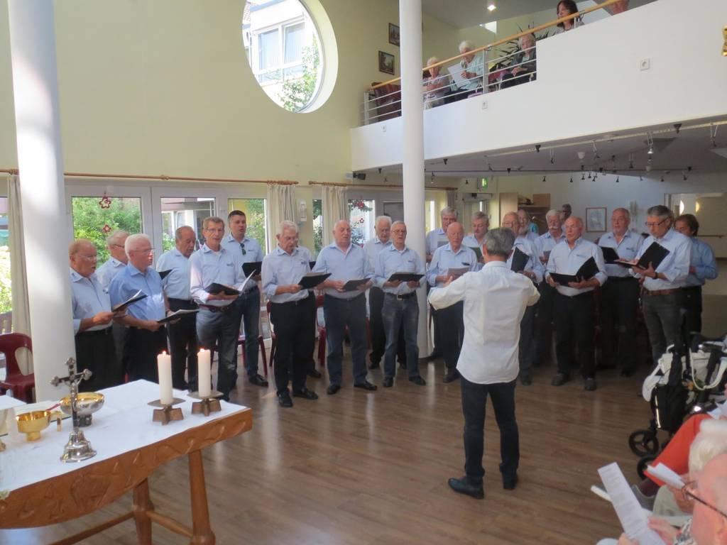 Männerchor Geistingen singt im Helenenstift