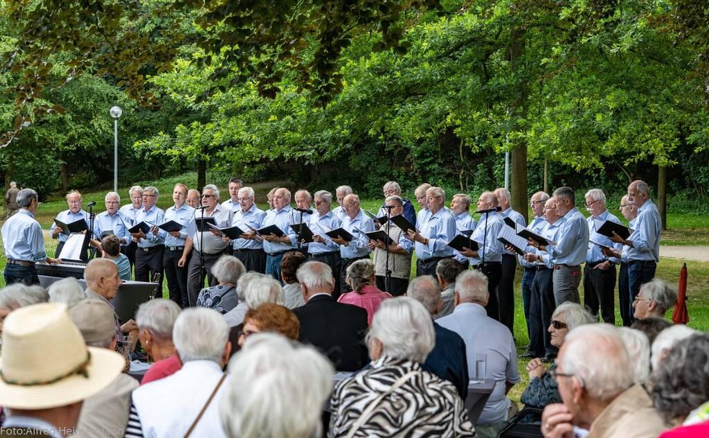 Publikum mit Blick auf die Sänger